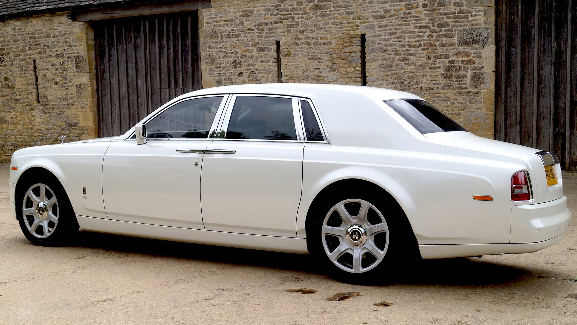 Rolls-Royce Phantom Key Features - Azure Wedding Cars